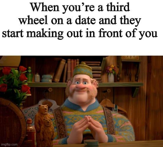 third wheel start making out meme