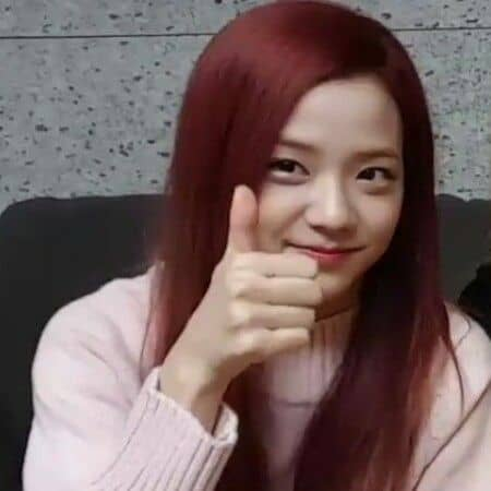 thumbs up jisoo meme